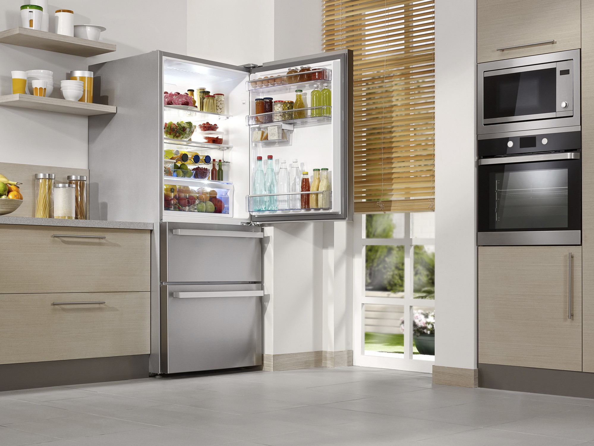 Modern kitchens with impressive refrigerators, ovens and steamers: new electrical appliances are generally more energy-efficient, but in many cases, the appliances purchased are more numerous, larger and are used more intensively, which means that part of the energy savings are lost.