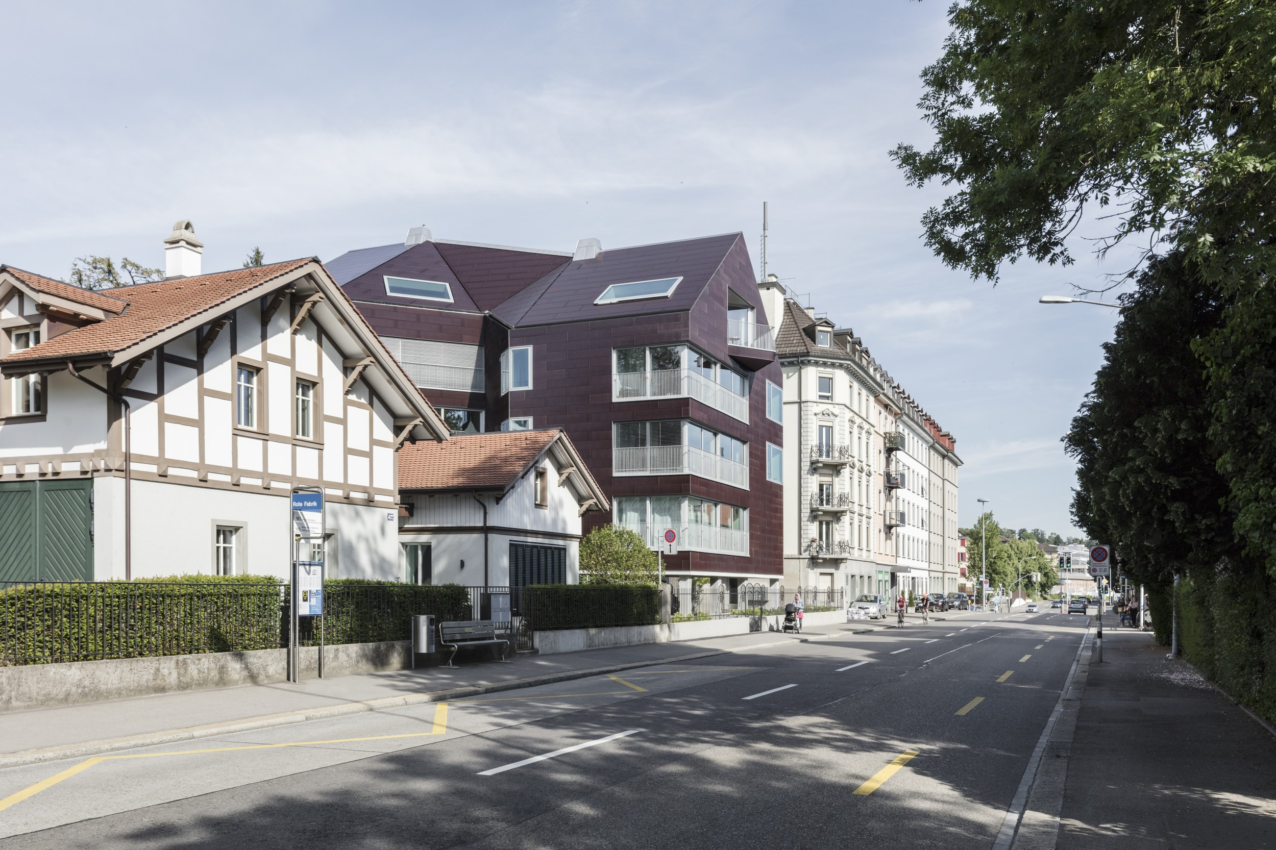 Good demonstration projects, such as this building in Zurich with an active facade, are needed in order to enthuse the population about photovoltaic systems on buildings.