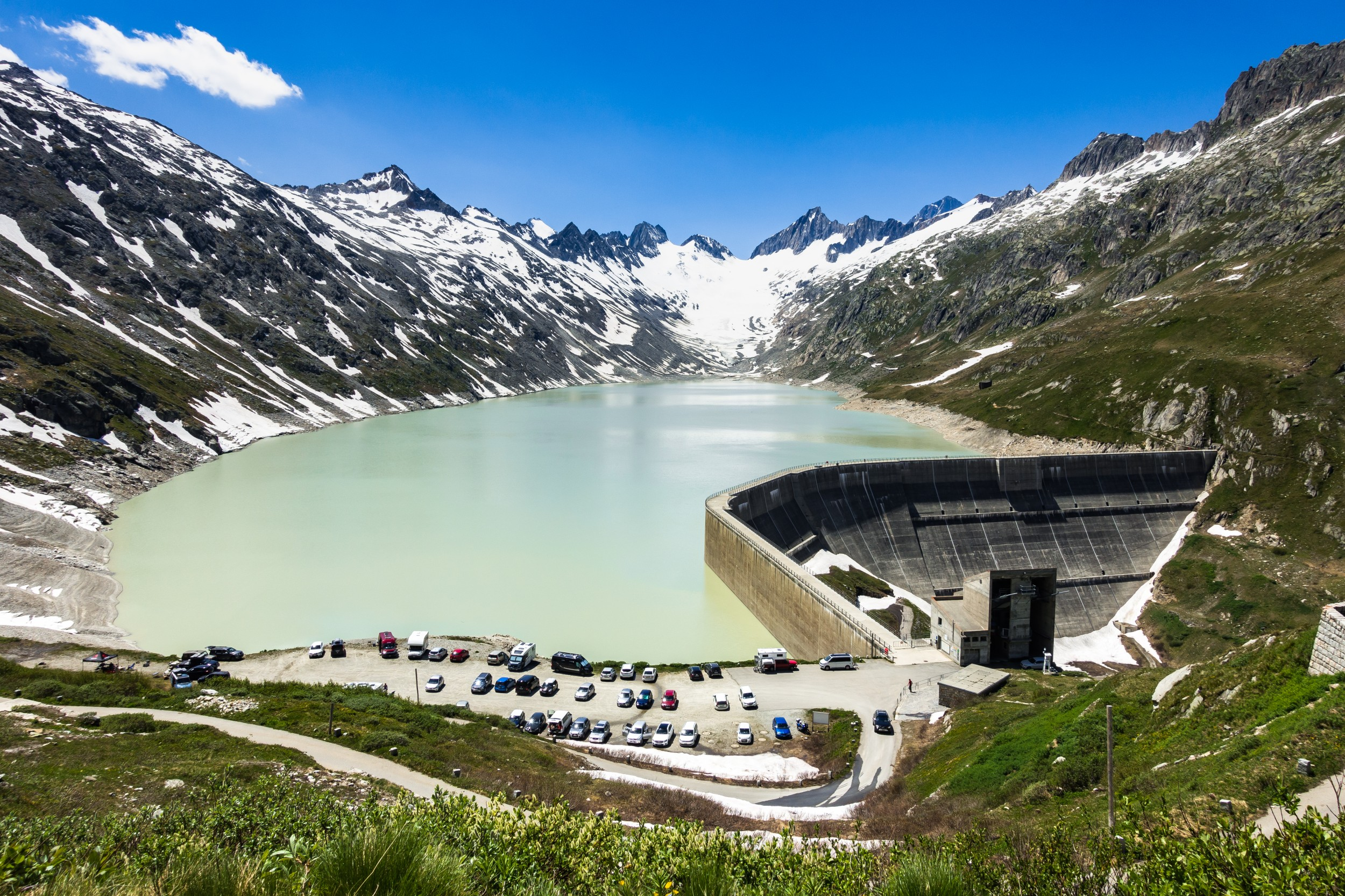 The Oberaar reservoir in the canton of Berne: hydropower helps to absorb the fluctuations owing to solar and wind energy.