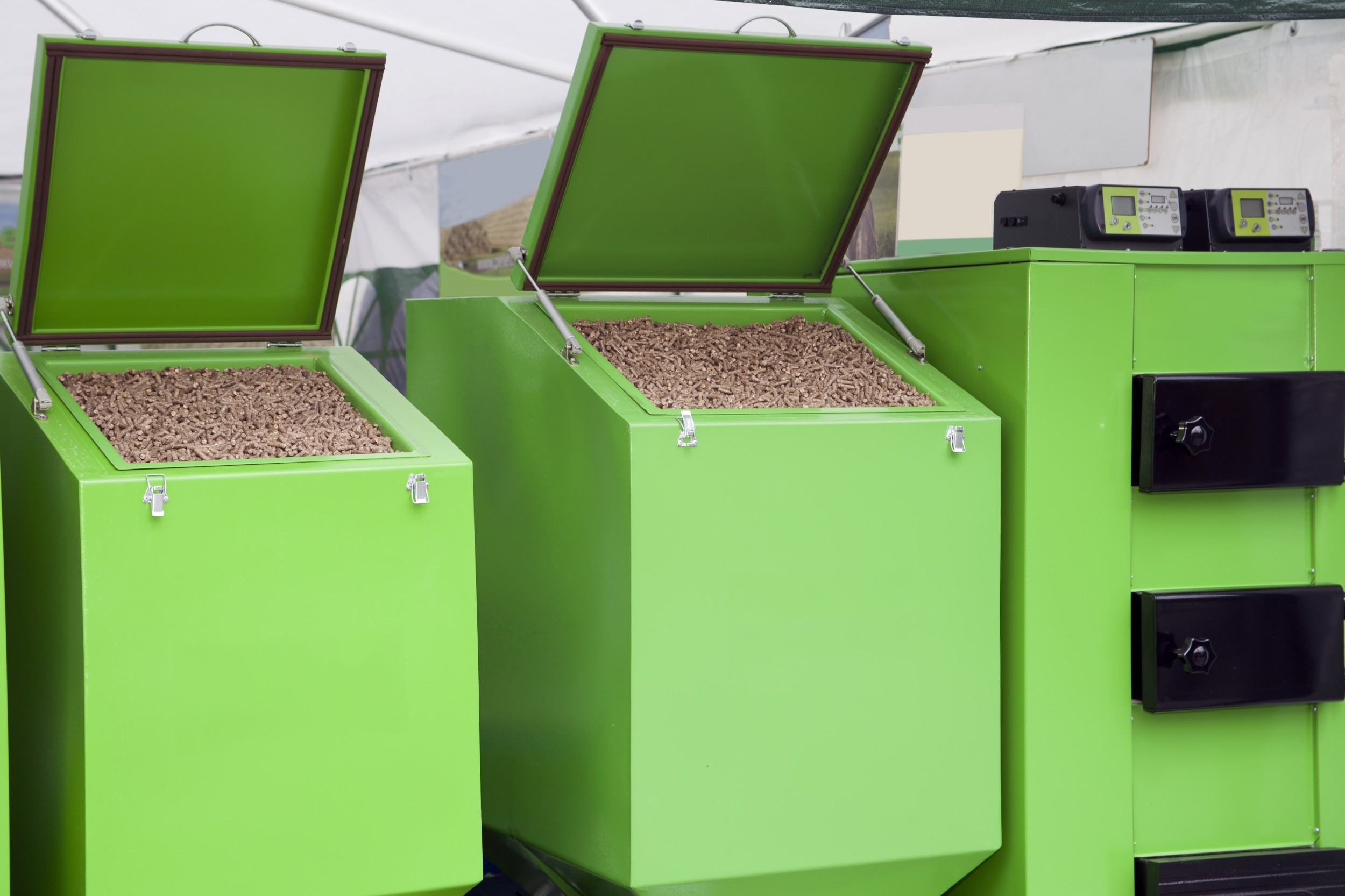 The heat from wood pellet heating systems can also be upgraded with the help of adsorption heat pumps – and thus used more efficiently and in a more environmentally friendly way.