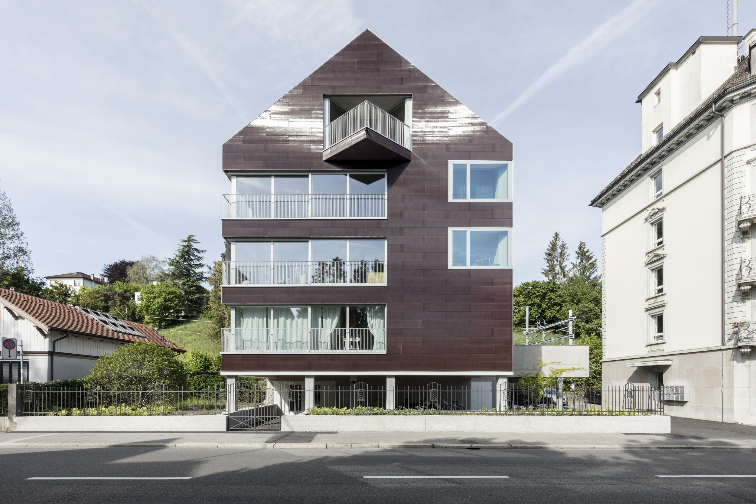 "The colour-printed photovoltaic cells on the face of the ""Solaris"" residential building in Zurich cover the tenants' electricity needs."