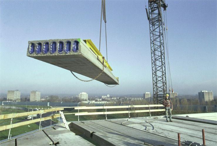 Pre-stressed carbon-fibre concrete