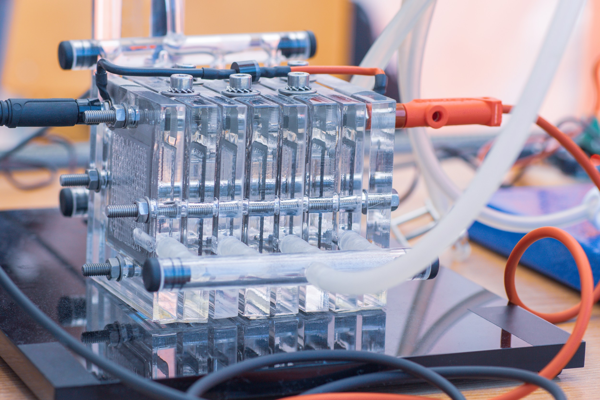 A fuel cell in the laboratory: Swiss companies aim to play an important part in the emerging market of fuel cells and hydrogen technology.